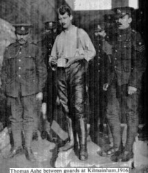 Thomas Ashe between guards at Kilmainham Gaol 1916
